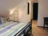 Ferienhaus Zingst Schlafzimmer (Blick zur Tür und WC)